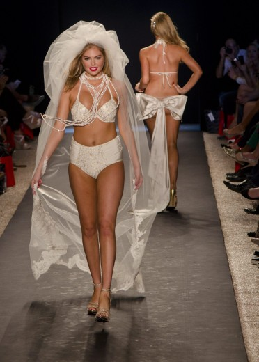miami-beach-bunny-swim-wear-show-mysobe-com-03