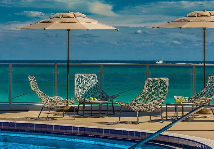 The phenomenal sea view from the pool of Eden Roc Miami Beach!